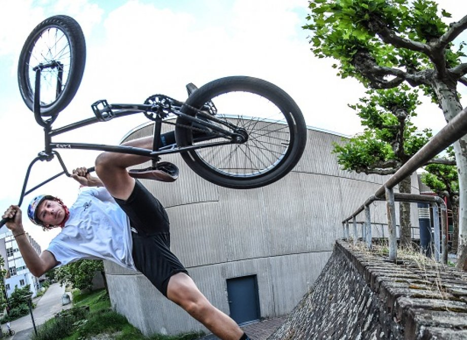 BMX street clip with Paul Thoelen