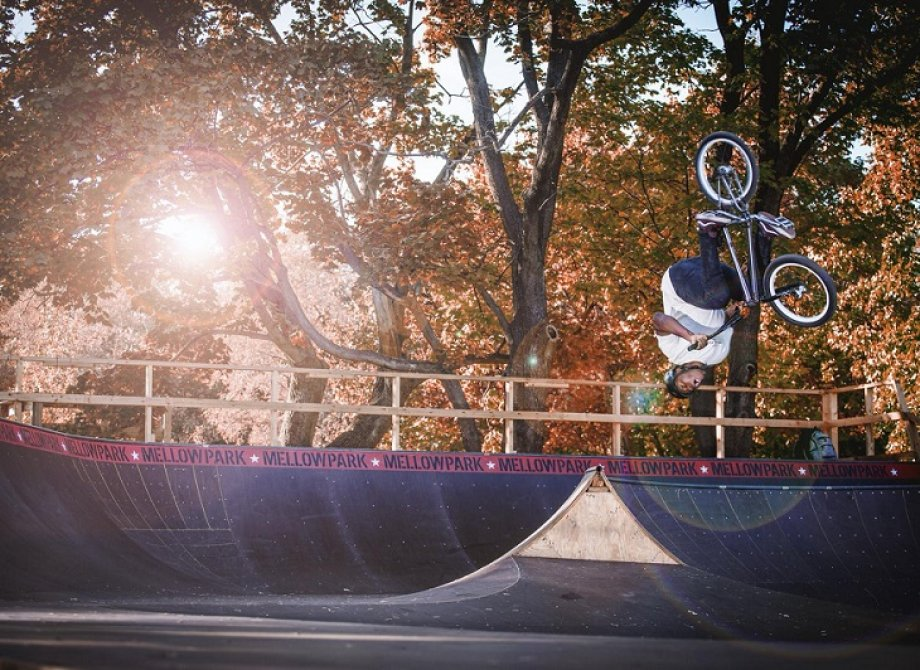 BMX Autumn greetings from Leon Binckebanck